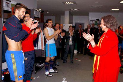 Doña Sofía felicita a los jugadores de la selección española, tras la victoria  ante Alemania en la semifinal del Mundial de Sudáfrica 2010.