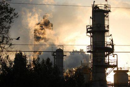 Emisiones contaminantes en una refinería en Torrance (California).