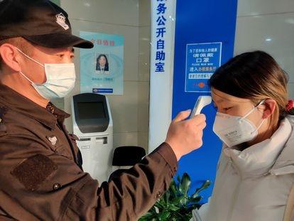 Control de temperatura en el acceso a Hacienda (Shanghái)