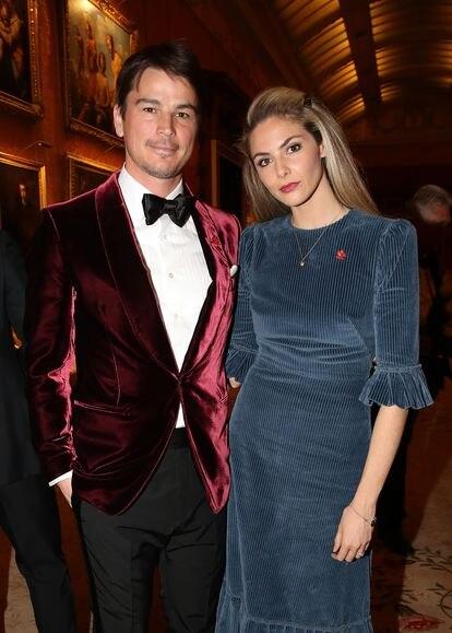 Josh Hartnett y su esposa, la actriz Tamsin Egerton, en una cena en el palacio de Buckingham en 2019.