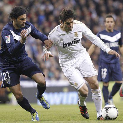 Kaká y Sergio Sánchez, durante el partido de ida