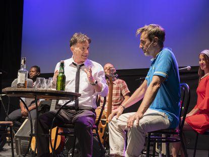 José Luis Sánchez y Jordi Cadellans, quienes interpretan a Moraes y Jobim, recrean una escena de la obra.