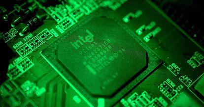 Placa de una computadora en un ordenador Intel.