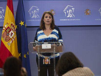 La vicesecretaria general del PSOE y portavoz en el Congreso, Adriana Lastra, este martes, en rueda de prensa.