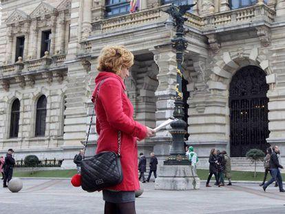 Irune Costumero, frente a la Diputación Foral de Bizkaia, en una imagen de febrero del año pasado.