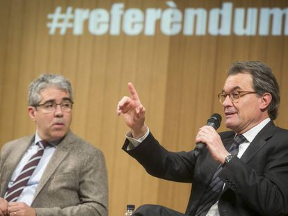 Francesc Homs (izquierda) y Artur Mas, ayer en Barcelona.