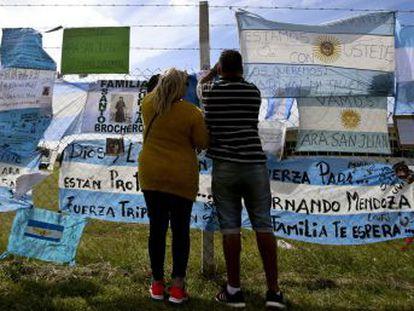 Los familiares temen que nunca recuperarán los cuerpos ni sabrán qué pasó en el submarino argentino siniestrado