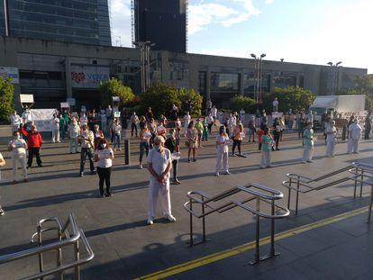 Movilización de sanitarios en el hospital La Paz, en Madrid.