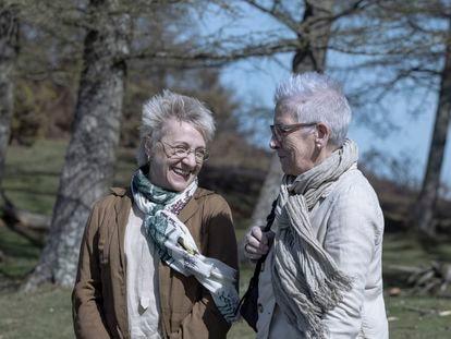 Blanca Portillo y Maixabel Lasa, en el rodaje de 'Maixabel', de Icíar Bollaín.