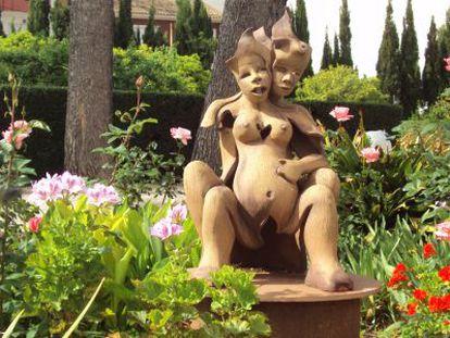 Una de las esculturas del jardín de la Clínica Acuario.