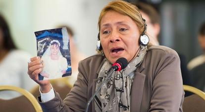 Petita Albarracín, madre de Paola Guzmán, víctima de violencia sexual en una escuela de Ecuador.