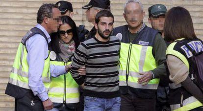 Miguel Carcaño a su llegada al Hospital Miguel Servet de Zaragoza.