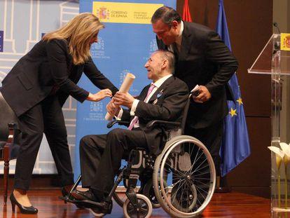 Máximo Cuñado, al recibir la medalla al mérito en el Trabajo en 2014.