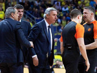 Pesic, en la acción que los árbitros castigaron con la expulsión.