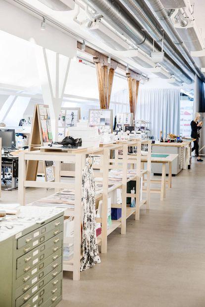 El atelier de Suecia es tan diáfano y luminoso como sus tiendas.