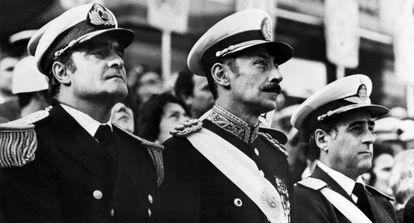 Videla (en el centro), en 1977.