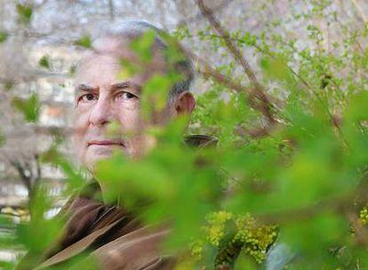 Patrick Modiano (Boulogne-Billancourt, 1945), autor de <i>En el café de la juventud perdida, Calle de las tiendas oscuras, Dora Bruder</i> y <i>Un pedigrí , fotografiado en París.</i>
