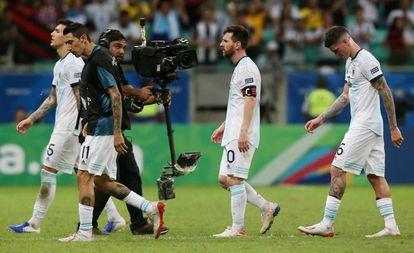 Paredes, Di María, Messi y De Paul, tras la derrota ante Colombia.