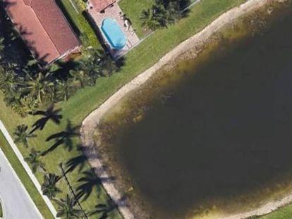 Gracias a Google Earth, un tasador inmobiliario y exresidente de Wellington, encontró en la esquina de un estanque, cerca de un conjunto de casas residenciales, un vehículo hundido y calcinado. Logrando resolver así un caso de desaparición que llevaba 22 años abierto.