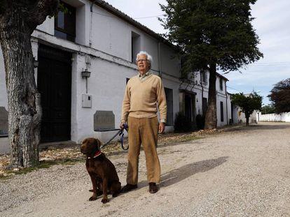 Javier Bollain, alcalde del municipio menos habitado de España, Illán de Vacas (Toledo)