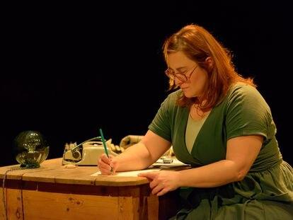 Inma Cuevas durante un ensayo de la obra de teatro 'Lo que tú nos dejas'.