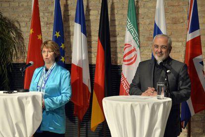 Catherine Ashton, representante de la UE y Mohammad Javad Zarif, ministro de Exteriores iraní.