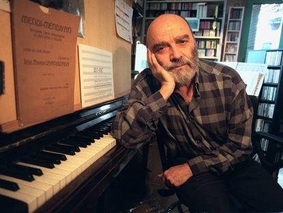 El compositor Luis de Pablo, en una entrevista en su estudio en noviembre del año 2000.