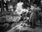 Asesinato de una familia judía en Miropol (Ucrania), el 13 de octubre de 1941, imagen tomada por Lubomir Skrovina.