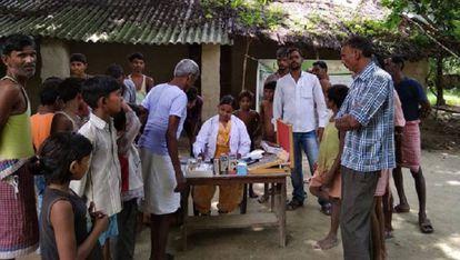 Prubas médicas en una zona rural de India.