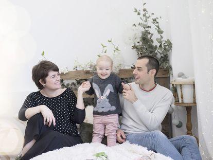 Familia de Gentzane Landa:  Gentzane Landa junto a su marido y su hija Amaia.
