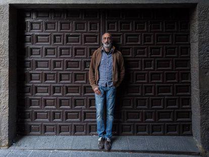 Javier Paz, la víctima que sacó a la luz los abusos sexuales de Isidro López, un cura de Salamanca, en 2014, posa en Barbastro, Huesca.