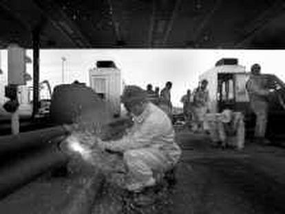 B 32028 - (8.1.99) - COLOR - DESMANTELAMIENTO DEL PEAJE DE LA B-30 A SU PASO POR LA LOCALIDAD DE ST. CUGAT DEL VALLÉS (BCN.) - FOTO : CARMEN SECANELLA -
