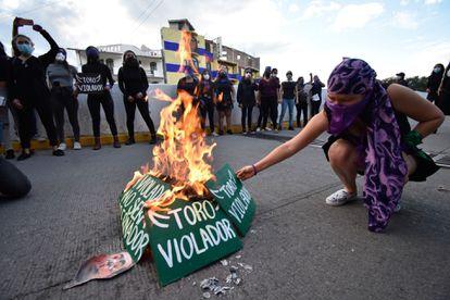 Un grupo de mujeres durante una protesta contra el ex candidato de Morena, Félix Salgado Macedonia, en Guerrero.