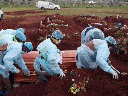 África cruza la barrera de las cien mil muertes por covid-19