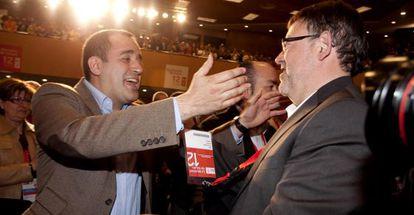 Jorge Alarte felicita a Ximo Puig, nuevo secretario general del PSPV.