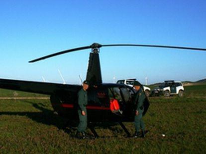 Imagen de archivo de un helicóptero intervenido en una operación de la Guardia Civil contra el tráfico de droga en Cádiz.