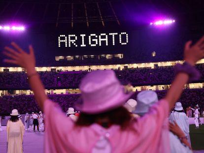Escena de la ceremonia de clausura oficiada este domingo en el Estadio Nacional de Tokio.