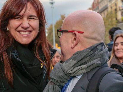 La diputada Laura Borràs (izq.) junto al abogado Gonzalo Boye (der.).