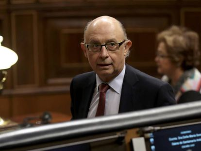 El ministro de Hacienda, Cristóbal Montoro, durante el pleno del Congreso que ha aprobado la reforma del Cupo vasco.