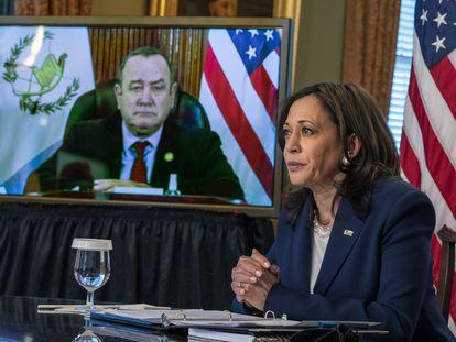 La vicepresidenta de EE UU Kamala Harris en un encuentro virtual con el presidente guatemalteco Alejandro Giammattei el pasado 26 de abril.