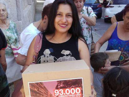 Viviana López el día de la entrega de firmas.