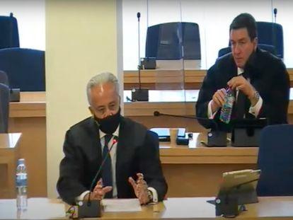 Jesús Santos, abogado del PP, durante su informe final. Detrás, Gustavo Galán, letrado de Bárcenas.