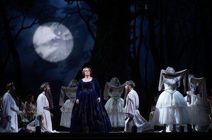 Yolanda Auyanet (Norma) during the interpretation of 'Casta Diva', by Bellini.