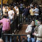 'Botellón' en la plaza del Rastrillo, en el barrio de Malasaña de Madrid sobre la 1 de la madrugada.