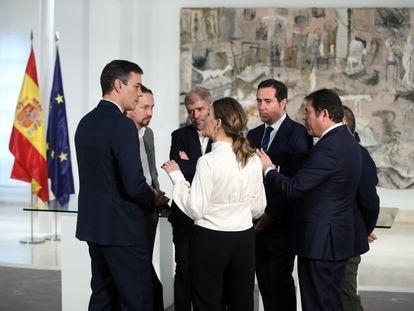 Los líderes de los sindicatos y la patronal hablan con el presidente del Gobierno, Pedro Sánchez; el vicepresidente segundo, Pablo Iglesias, y la ministra de Trabajo, Yolanda Díaz.