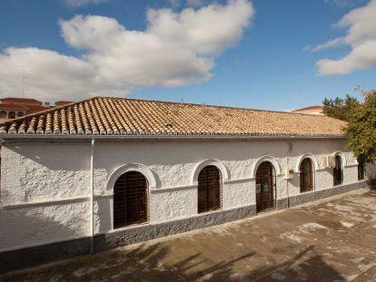 Colegio de Cenes de la Vega, uno de los ocho centros catalogados.