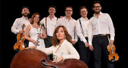 Elvira Lindo y el sexteto Linien Ensemble.
