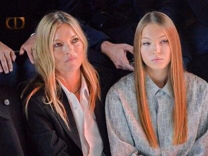 Kate Moss y Lila Grace Moss, en el desfile de Dior en la Semana de la Moda de París en enero.