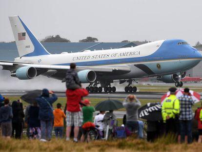Despegue del avión presidencial del aeropuerto de Glasgow (Escocia), el 15 de julio de 2018.