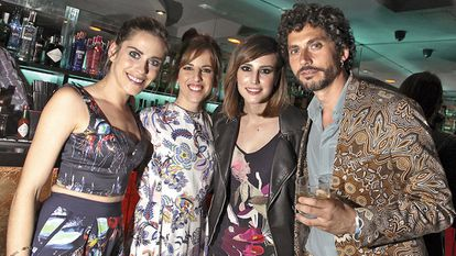 María León, Celia y Natalia de Molina y Paco León.
